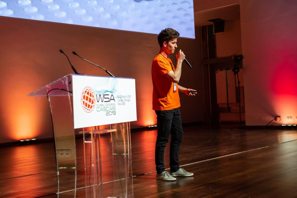 Dominik presenting Feelif on the big winners stage at WSA